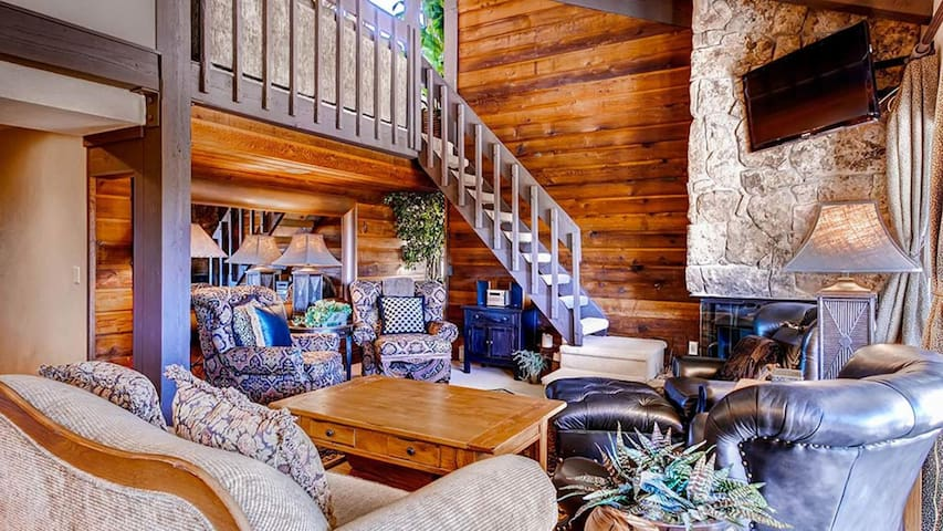 Rocky Mountain Retreat with Stunning Views & Great Amenities