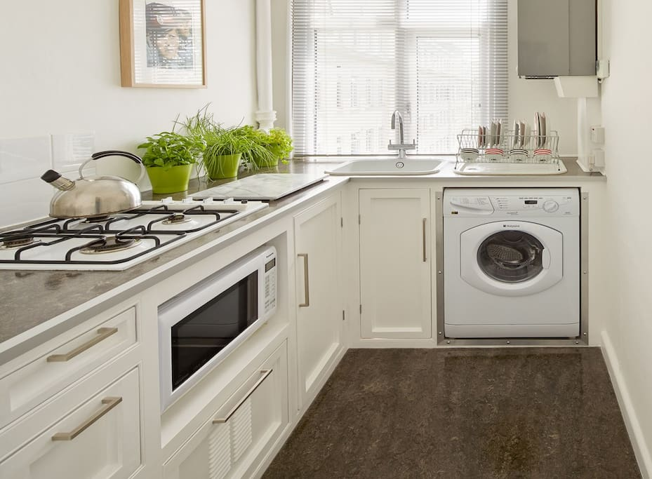 Kitchen with hob, combi oven, fridge space & washing machine