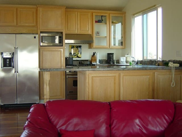 Luxurious Oceanfront Apartment - Sunset Beach - Apartment