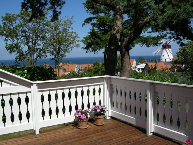 Wonderful summer house with a sea view - Gudhjem - Casa