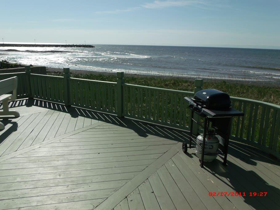 Superbe terrasse face à la mer venez relaxez!