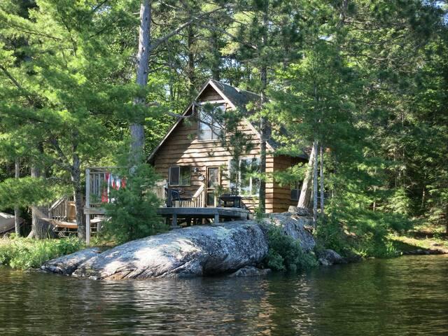 The Gladstone Cottage on Harris Lake