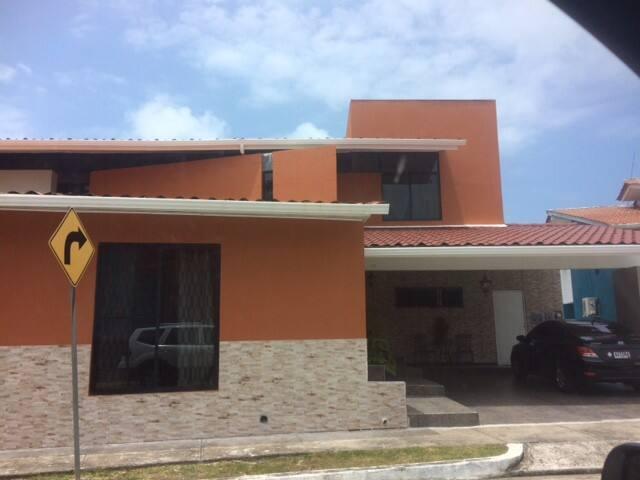 Los Bosques de Espinar - Colón - Huis