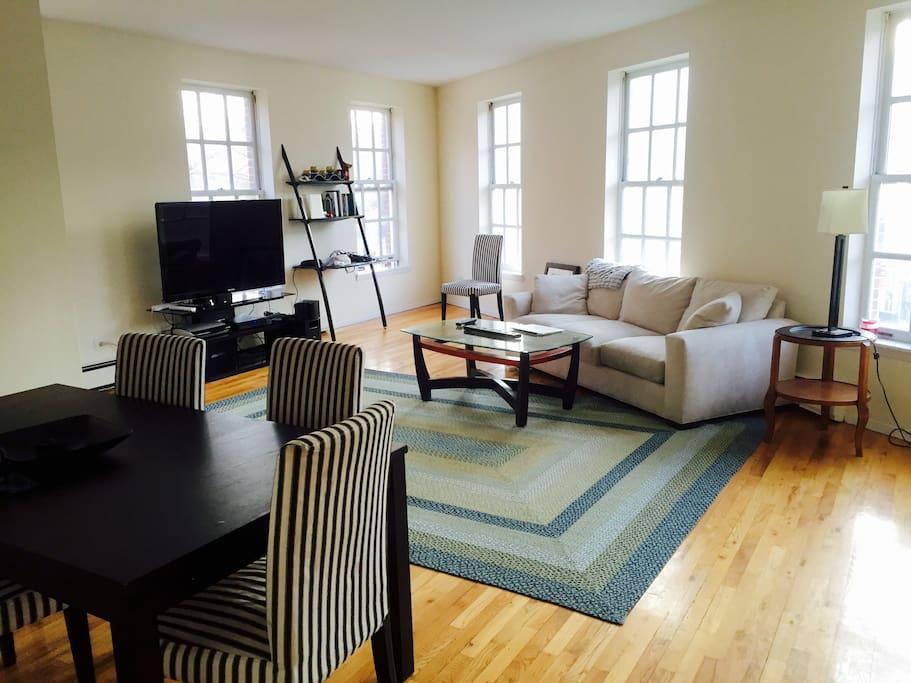Huge spacious super bright livingroom