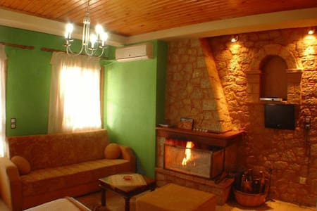 Cosy Studio with Balcony and Fireplace in Arachova