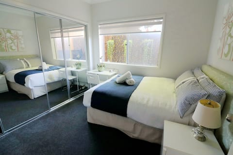 Private room with double bed for 1 guest