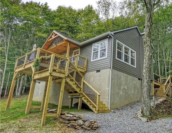 Yes, Deer! Luxury Modern-Mountain Home w/ Hot Tub