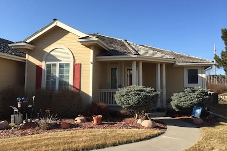 Master Suite in lovely cottage home - Papillion
