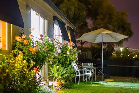 Moana Beach Sunset Holiday Accommod - Moana - Penzion (B&B)