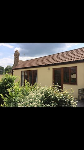 Private double en suite room - Mudford yeovil - House