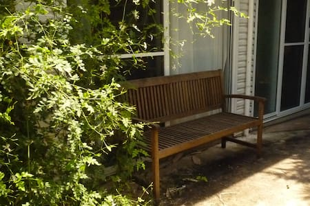 Room in a tropical garden - Jingili - Wohnung