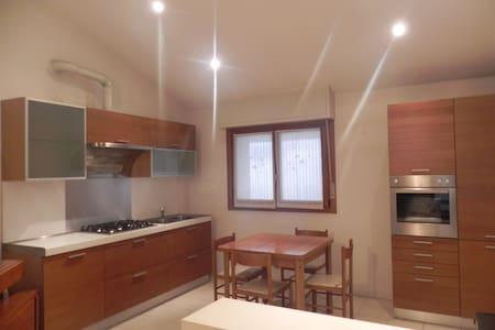 Bilocale moderno, ben servito - Meda - Apartment