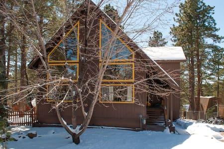 3 bedroom+ Den Luxury cabin Hot tub - Flagstaff