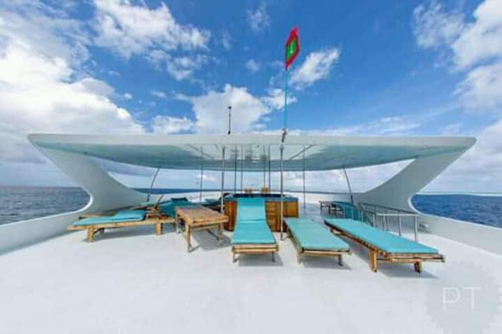 Liveaboard adventure Maldives