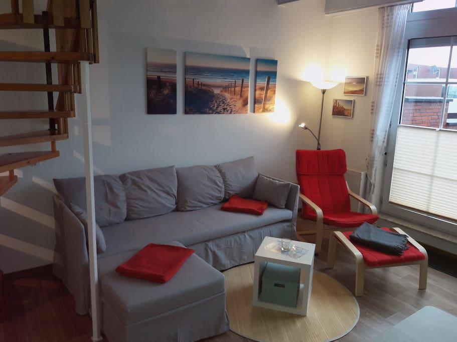 """gemütliche Couch, 32"""" Sat-TV"""