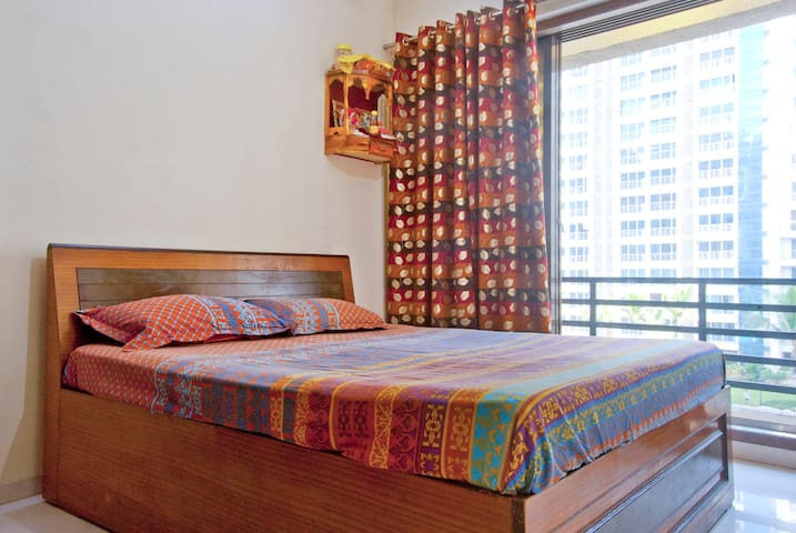 Spacious room with big balcony - Navi Mumbai - Appartement