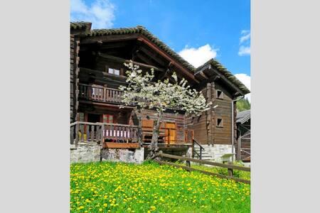 Casa Martina ai piedi del Monte Rosa a Macugnaga - Province of Verbano-Cusio-Ossola - Casa