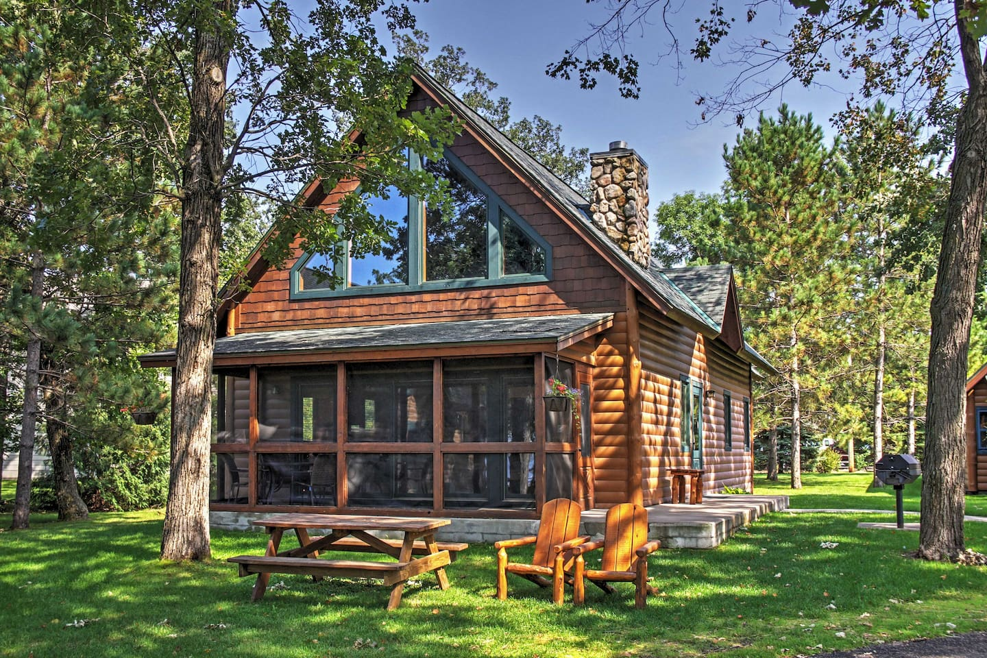 Let this magnificent cabin be your home during your relaxing retreat to Nisswa!