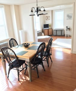 Modern clean home. Great location! - Oaklyn - House