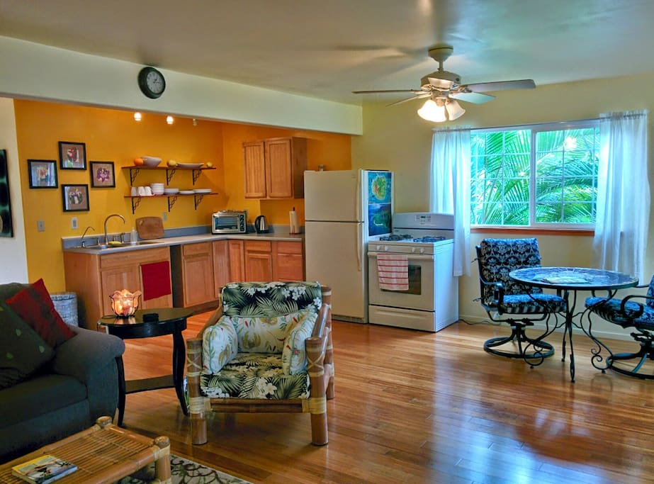 Full kitchen with a gas range. Create a deliciously healthy meal by buying produce from the local farmer's market.
