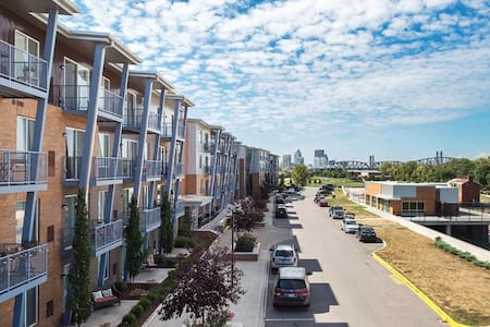 2BR, Waterside at RiverPark Place - Louisville - Appartement