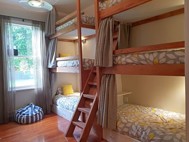 Lake's End Lodge - BunkBed Room