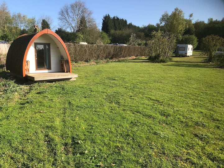 Glamping pod in peaceful spot