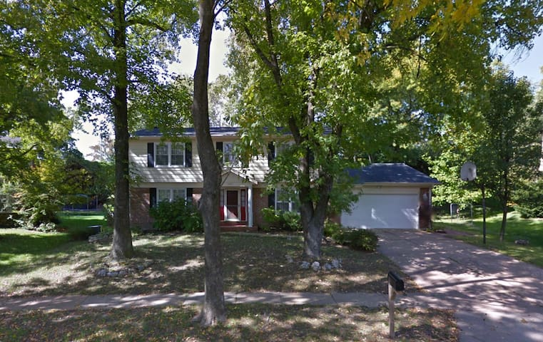 Spacious, comfortable Entire House in Chesterfield - Chesterfield - Talo