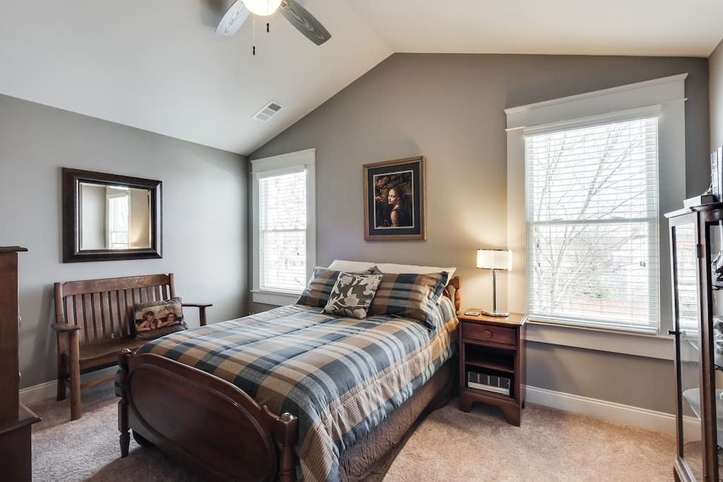 Warm antiques bring richness to this guest room.