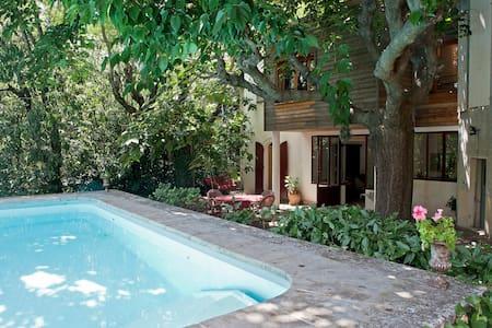 35m2 sur jardin ombragé et piscine - Nîmes - Villa