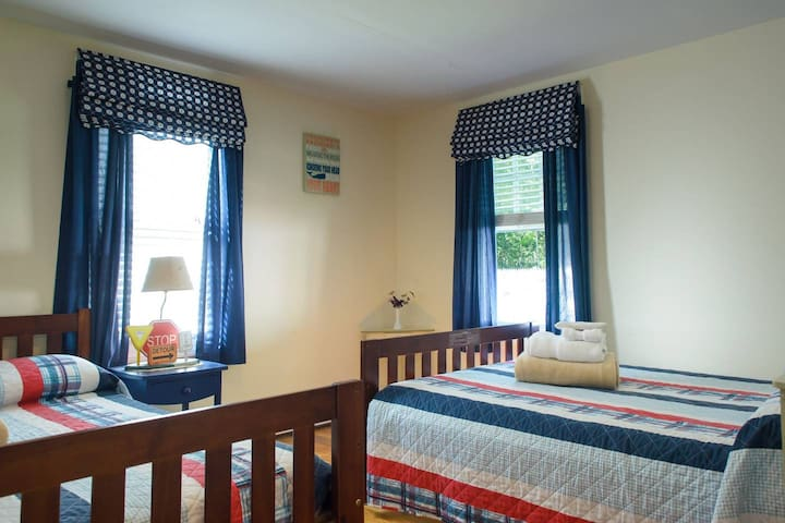 Hyannis-Cape Cod-Beautiful Double Beds Room