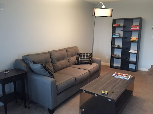 Bright WeHo 1BDRM, Perfect for Solo or Couples