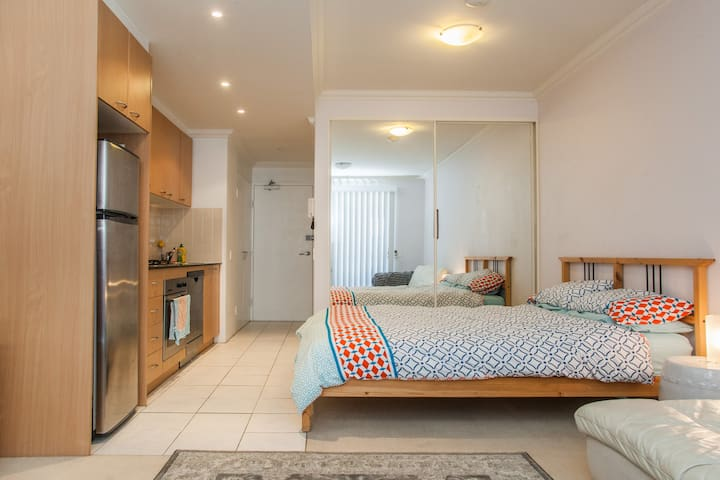 Cafe Strip Studio Near Sydney CBD - Crows Nest - Appartement
