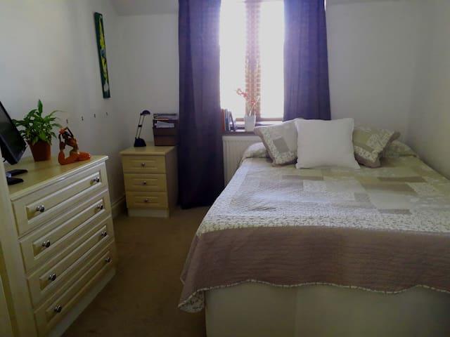 Bright & Cozy room - North London