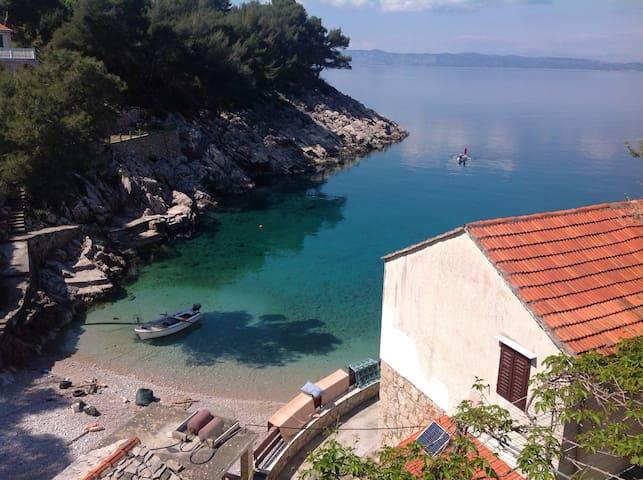 Lovely, tranquil bay of Hvar, red - Gdinj - Apartment