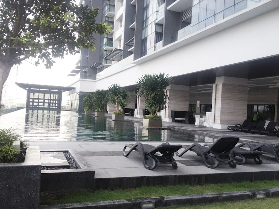 Infinity Pool @ 6th Floor