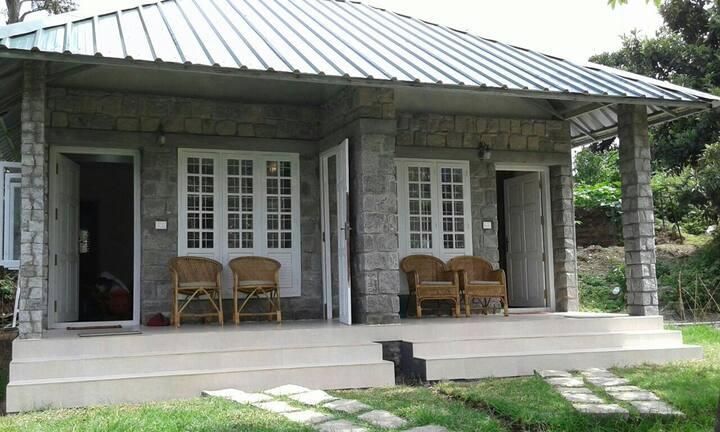Minister's Mansion 2 bed cottage