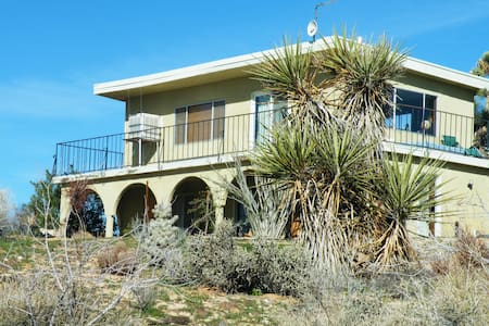 Peaceful Desert View House  - Yucca Valley