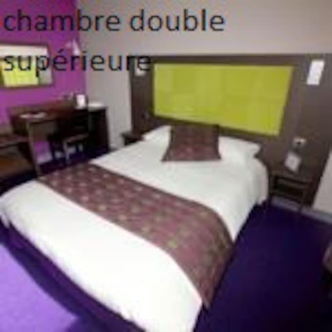 CHAMBRES SUPERIEUR LIT 160X200 WC ET SALLE DE BAIN PRIVATIVE