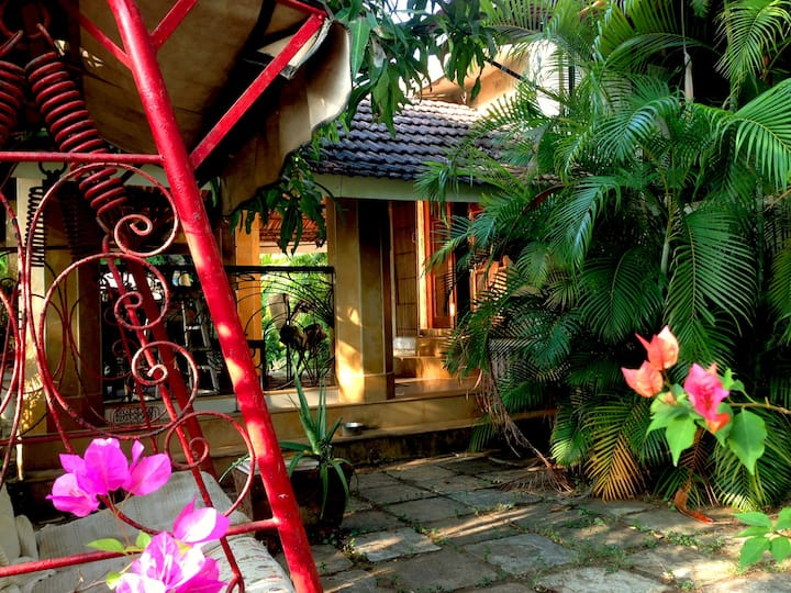 Beautiful Hill side Villa - Alibaug