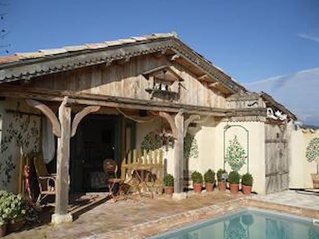 Dans Mas  Piscine Privée Clôturée Chauffée solaire - Les Mages