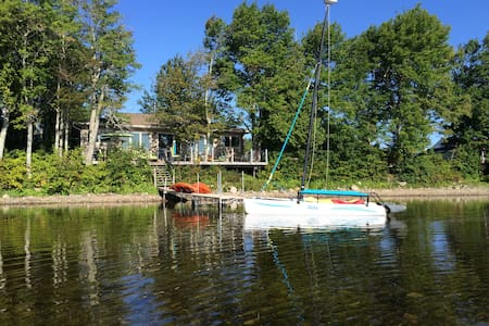 Oromocto Lake, HarveyNB $375/nt 3 bedrms sleeps 7