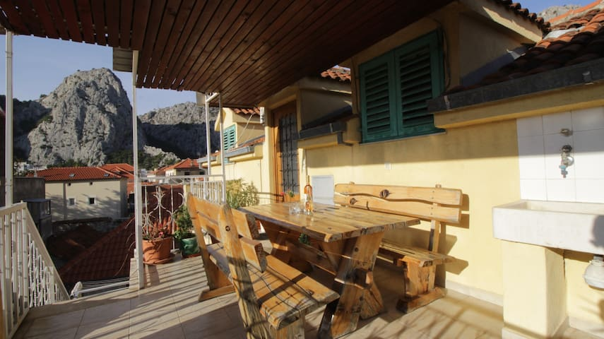 Apartment in old town of Omis close to the beach