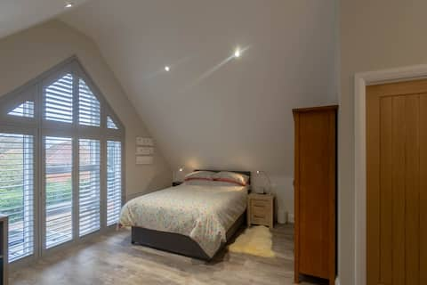 Studio ideally located for the Coast, Broads, City