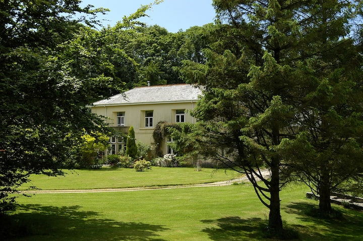 Halwell House. Peace, quiet & space Nr. South Pool