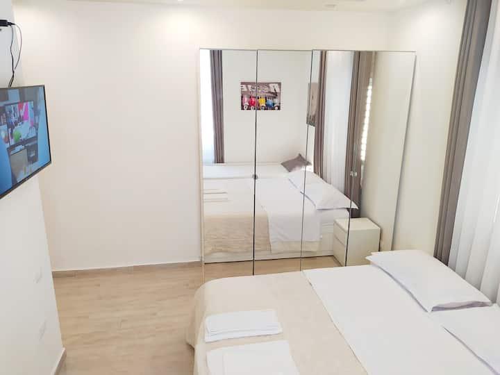 Modern room/private bath CIPAT 022205-AT-756672