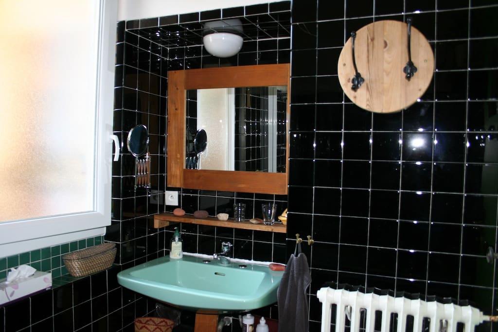 Chambre au calme en centre ville apartments for rent in - What does salle de bain mean in english ...