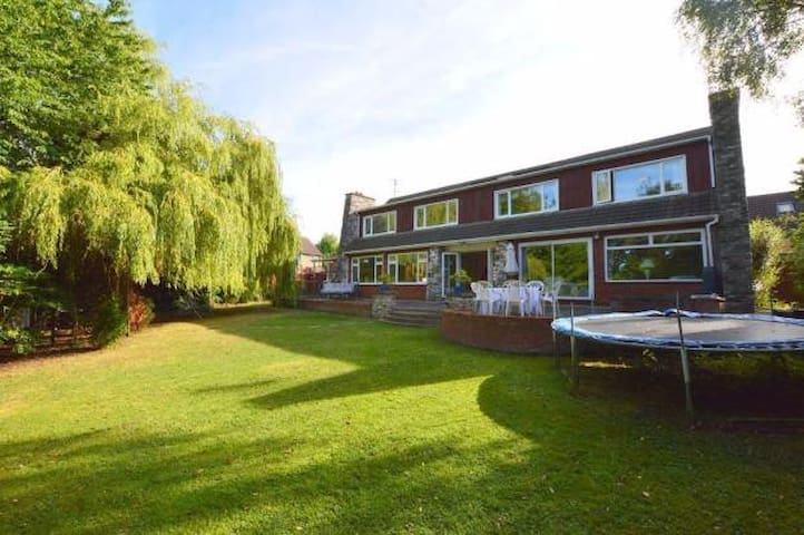 4 bed house near Luton airport. - Luton