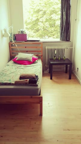 Very cheap small cosy room for Christmas !