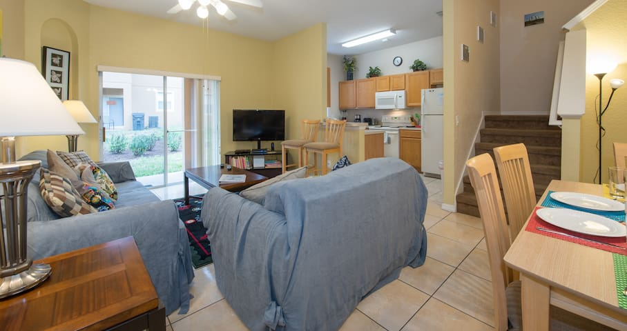 "[AIRBNB PHOTO] Space to gather all your family to talk about the special day at the parks. Ceiling fan, 46"" LED TV, cable TV, DVD, central air conditioning"